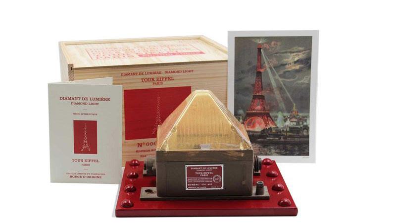 چراغ های برج ایفل به مناسبت روز عشق به فروش رسید