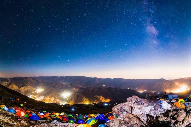 اتریشی ها صعودشان به قله دماوند را جشن می گیرند