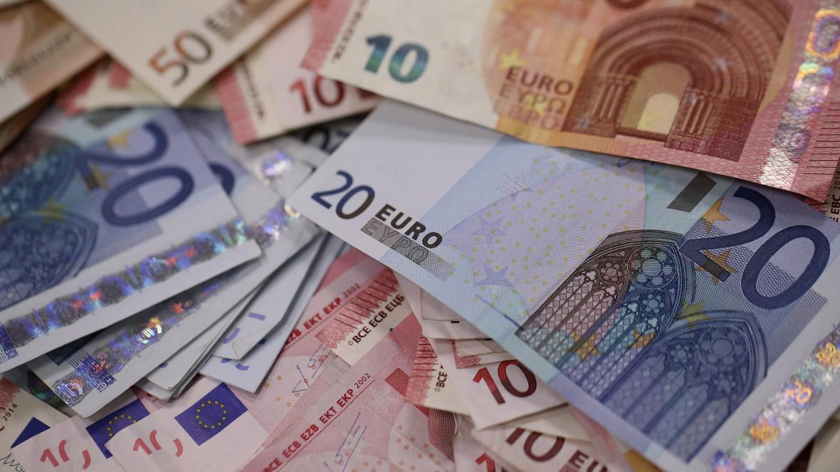 شرایط اخذ یورو و دلار برای ارز مسافرتی