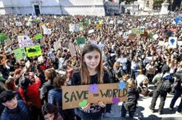 دانش آموزان ایتالیا علیه تغییرات اقلیمی تظاهرات کردند