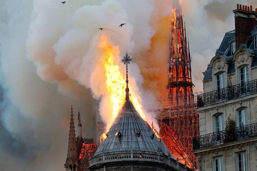 فرانسه تعمدی بودن آتش سوزی در کلیسای نوتردام را رد کرد