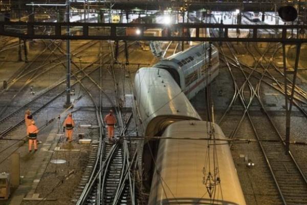 قطار سریع السیر آلمان در سوئیس از خط خارج شد