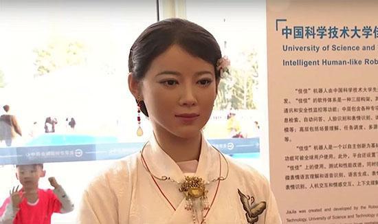 ربات انسان نما در مراسم رسمی و دولتی چینی ها