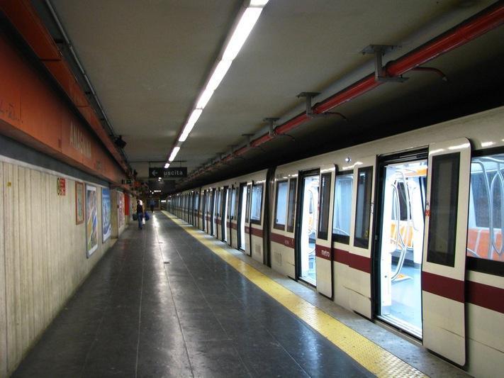 متروهای کهنه و گرمای وحشتناک قطارها در ایتالیا، در کشور برندها خبری از برند پوش ها نیست!