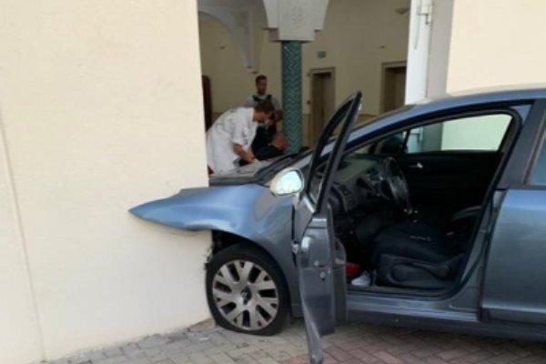 برخورد خودرو به ساختمان یک مسجد در شرق فرانسه، راننده بازداشت شد