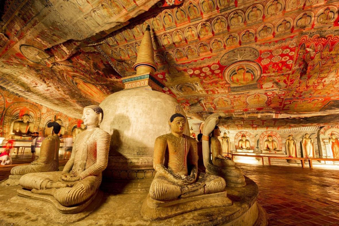 معبد طلایی دامبولا (سریلانکا)