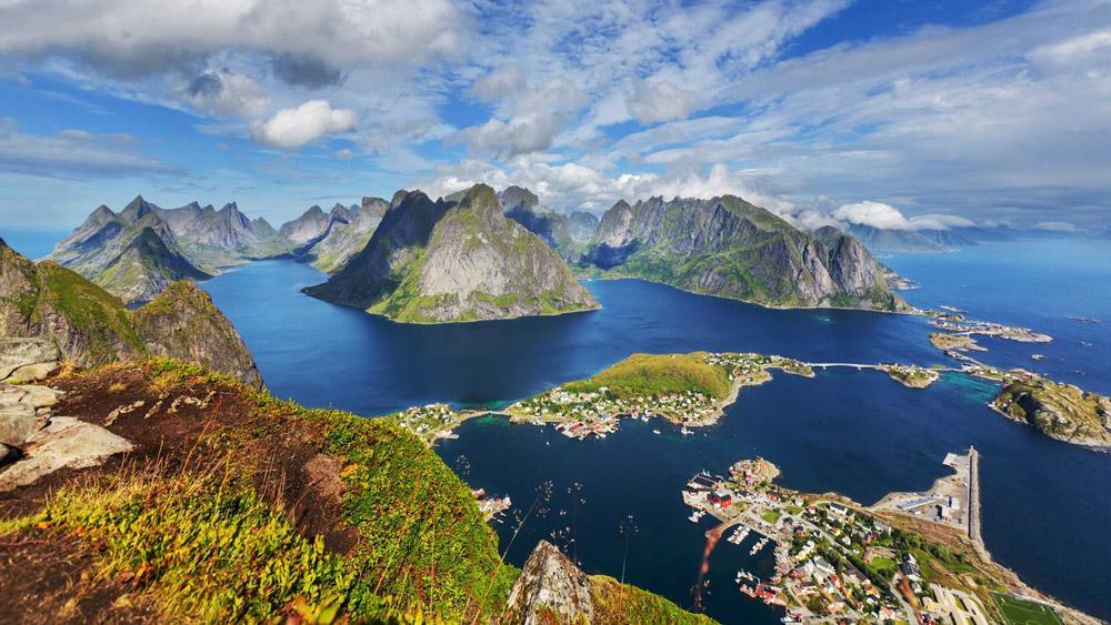 آبهای لاجوردی لوفوتن نروژ