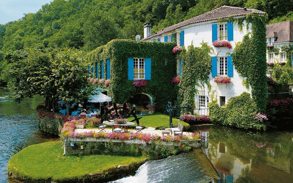 هتلی رمانتیک در دهکده رویایی برنتوم فرانسه