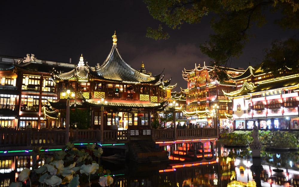 جلوه گری مسحورکننده نورها در شهر قدیم شانگهای