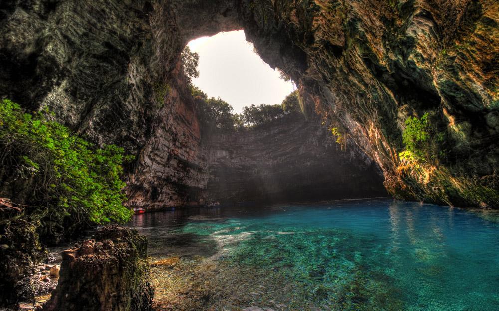 غار شگفت انگیز ملیسانی در یونان